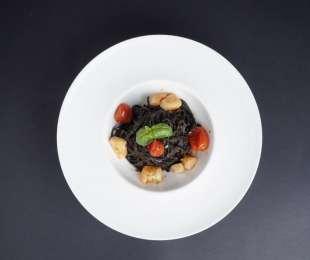Tagliolini al Nero di Seppia con Seppioline e Pomodorini