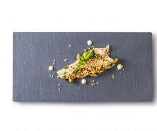 Filetto di branzino con capperi, nocciole e erba cipollina